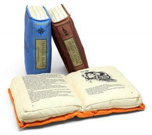 cojín con forma de libro