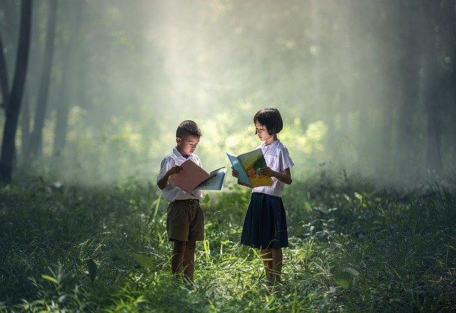 beneficios de la lectura en los niños socializar